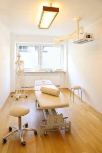 Behandlungsraum für Manuelle Therapie und Krankengymnastik